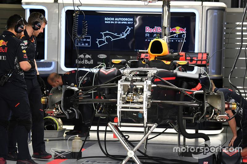 Подготовка Red Bull RB13
