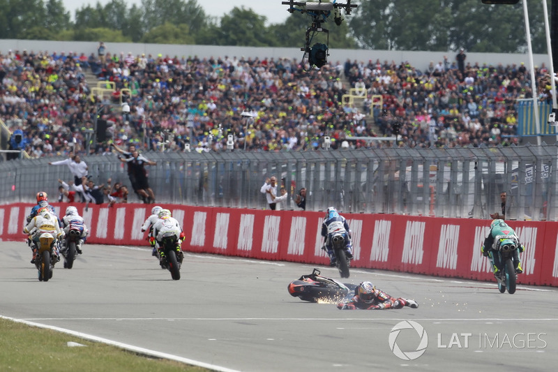 Bo Bendsneyder, Red Bull KTM Ajo crashes over chequered flag