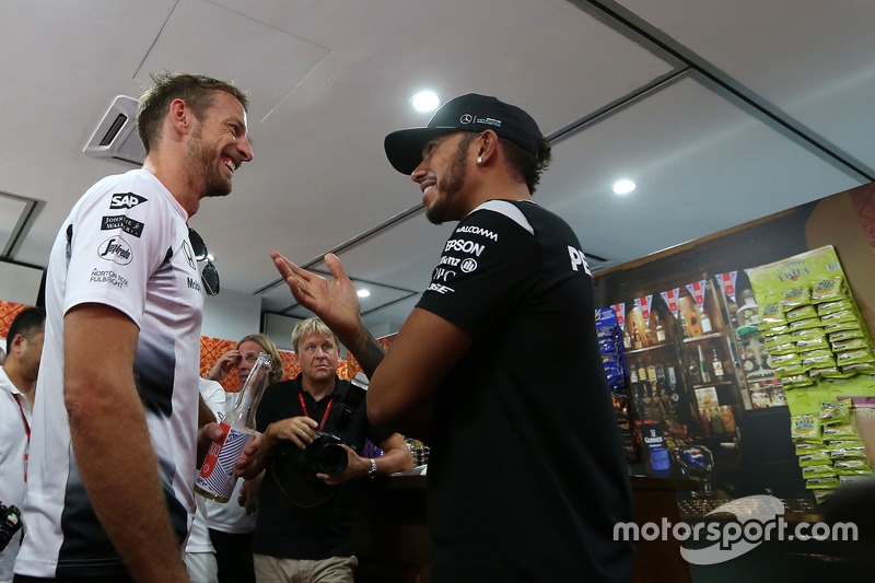Jenson Button, McLaren Honda and Lewis Hamilton, Mercedes AMG F1 Team