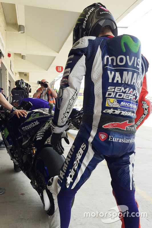 Jorge Lorenzo, Yamaha Factory Racing comprueba el desgaste del neumático