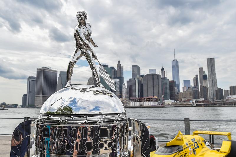Trofeo de BorgWarner con vistas a la ciudad de Nueva York