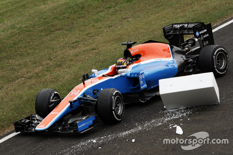 Pascal Wehrlein, Manor Racing MRT05 retired from the race