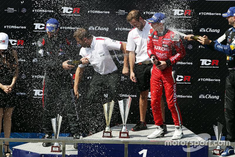 Podium: race winner James Nash, Team Craft-Bamboo, SEAT León TCR, second place Mikhail Grachev, West Coast Racing, Honda Civic TCR, third place Dusan Borkovic, B3 Racing Team Hungary, SEAT León TCR