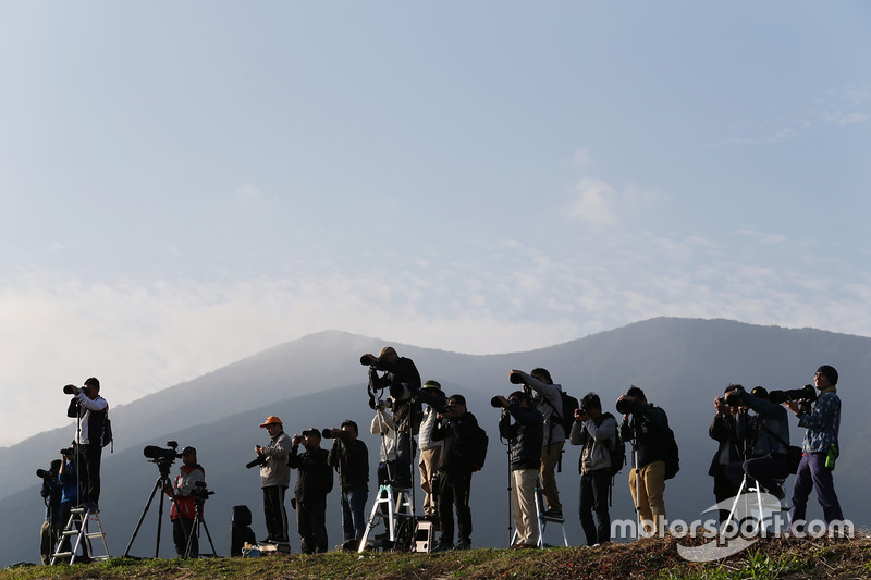 Photographers during the 6 Hours of Fuji