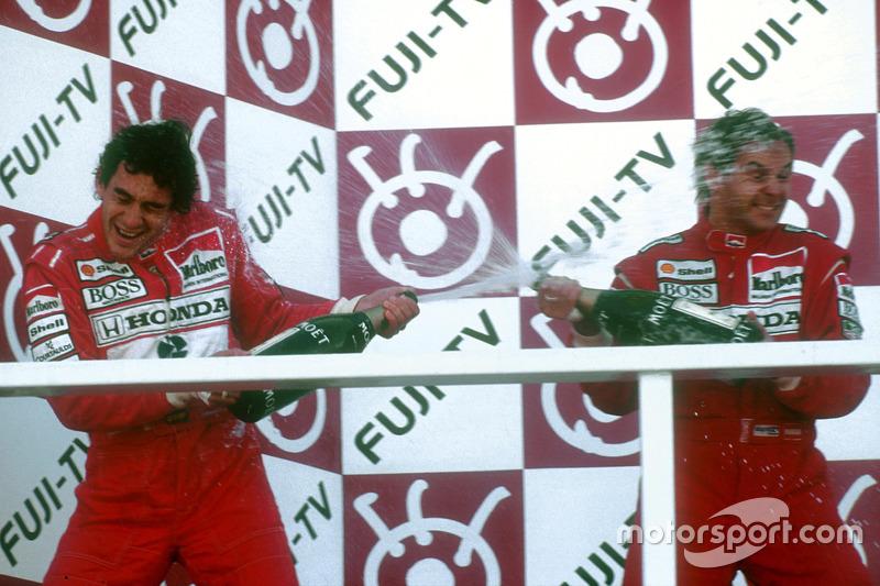 Podio: ganador de la carrer Gerhard Berger, McLaren, segundo lugar y campeón del mundo Ayrton Senna, McLaren