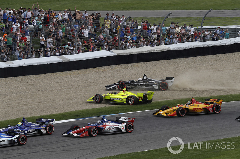 Simon Pagenaud, Team Penske Chevrolet, Jordan King, Ed Carpenter Racing Chevrolet, crash