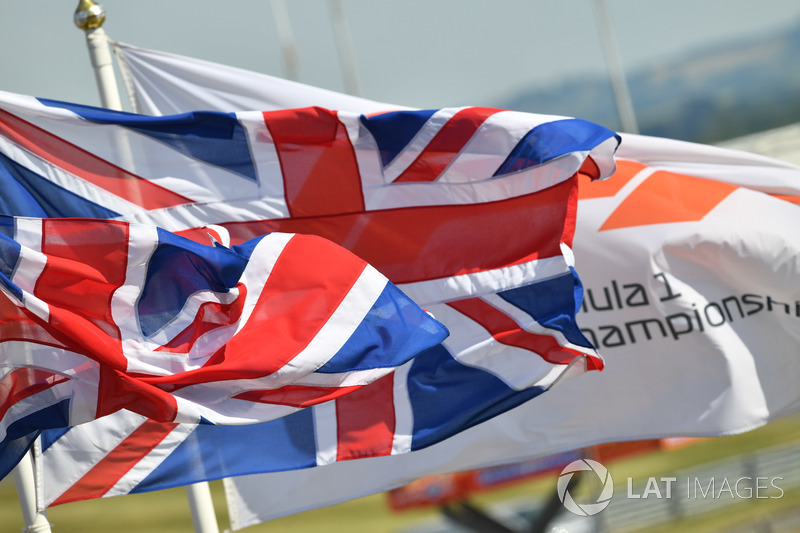 Bandiere britanniche mosse dal vento