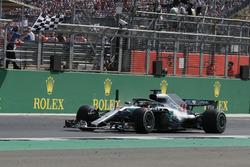 Lewis Hamilton, Mercedes-AMG F1 W09 takes the chequered flag