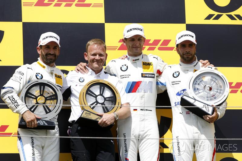 Podio: ganador de la carrera Marco Wittmann, equipo BMW RMG, segundo puesto Timo Glock, equipo BMW RMG, 3 ° puesto Philipp Eng, equipo BMW RBM, Stefan Reinhold, jefe del equipo, BMW Team RMG