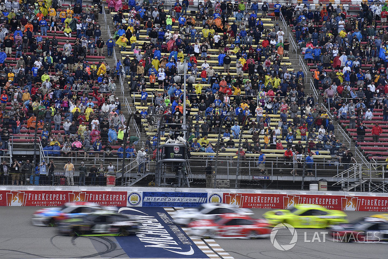 Kurt Busch, Stewart-Haas Racing, Ford Fusion Monster Energy / Haas Automation, Kyle Busch, Joe Gibbs Racing, Toyota Camry M&M's Red White & Blue, Ryan Blaney, Team Penske, Ford Fusion DEX Imaging, and Paul Menard, Wood Brothers Racing, Ford Fusion Menards / Jack Links