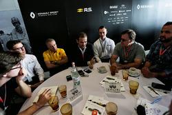 Bob Bell, Renault Sport F1 Team Teknik Şefi; Bob Bell, Renault Sport F1 Team Teknik Şefi; Tommaso Vo