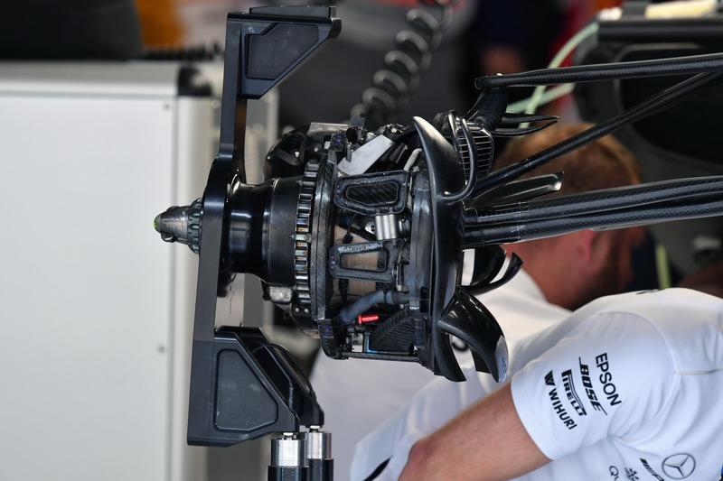 Mercedes-AMG F1 W09 wheel hub detail
