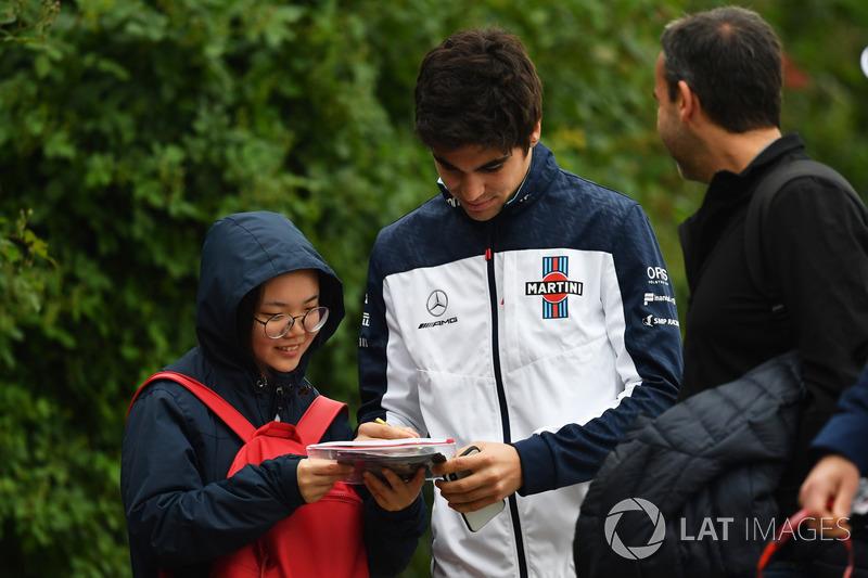 Lance Stroll, Williams, signe des autographes