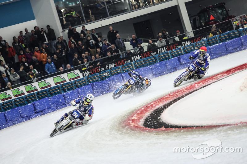 Европейских гонщиков поразила эпидемия падений: об голландский лед хотя бы по разу «приложилась» практически половина из них