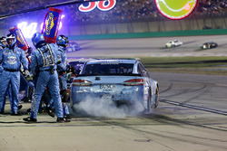 Kevin Harvick, Stewart-Haas Racing Ford Fusion Pit out