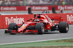 Ganador de la pole Sebastian Vettel, Ferrari, celebra