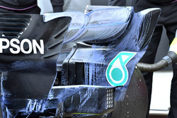 Mercedes-AMG F1 W09, con vernice aerodinamica sull'ala posteriore