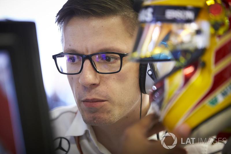 Головний гоночний інженер Mercedes AMG F1 Ендрю Шоулін, керівник Mercedes AMG F1 Тото Вольфф