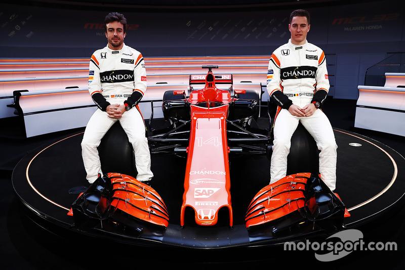 Os problemas da Honda, que mudou a direção de seu projeto na F1, continuaram em 2017. A McLaren foi a equipe que menos andou na pré-temporada. O time inglês também viu o antigo CEO, Ron Dennis, dando lugar a Zak Brown.