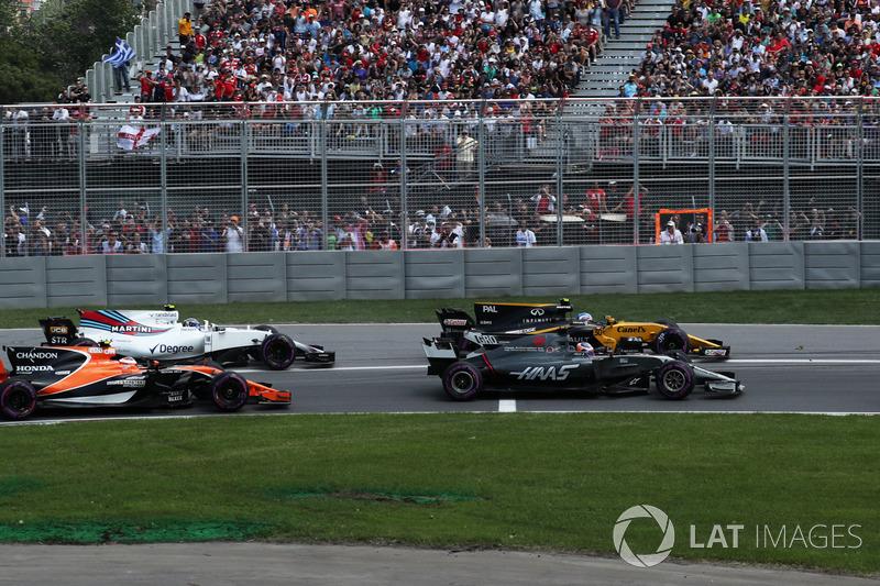 Romain Grosjean, Haas F1 Team VF-17, Jolyon Palmer, Renault Sport F1 Team RS17, Stoffel Vandoorne, McLaren MCL32, Lewis Hamilton, Mercedes-Benz F1 W08