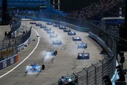 Los autos al inicio de la carrera