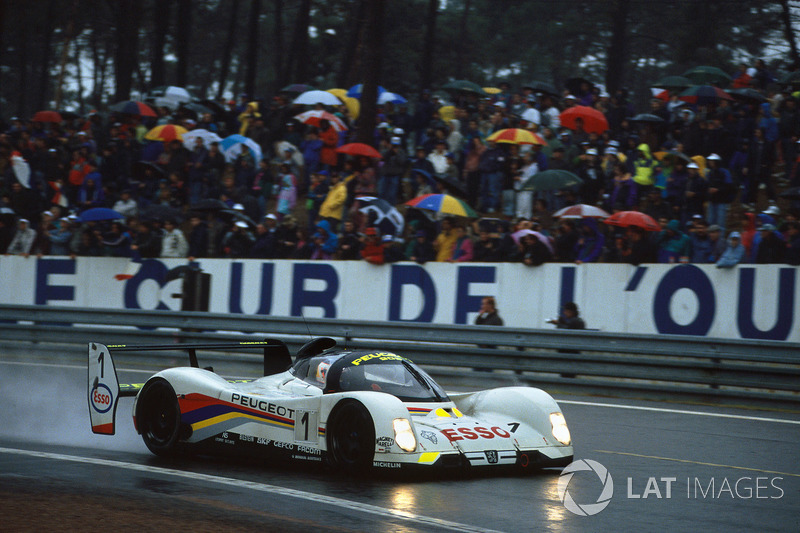 1992 год. Экипаж Янника Дальма, Дерека Уорвика и Марка Бланделла, Peugeot 905 Evo 1
