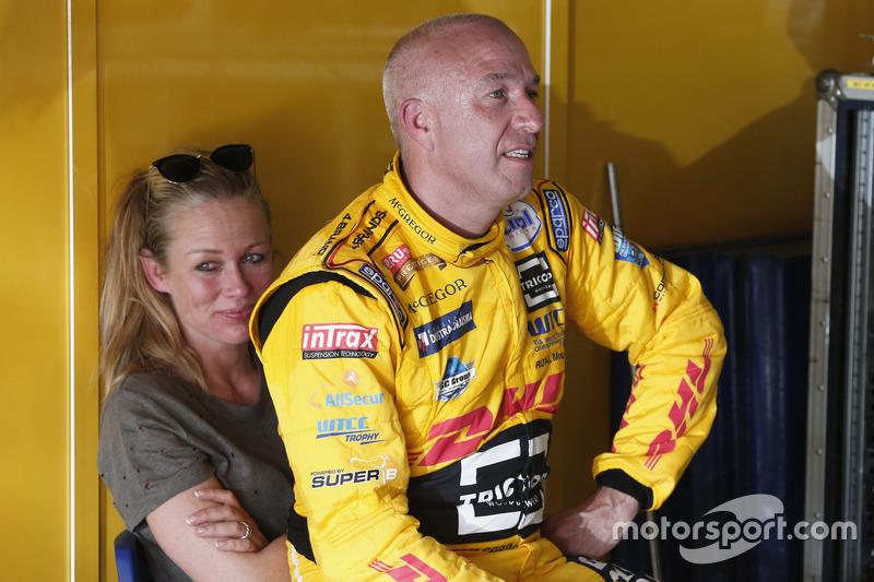 Tom Coronel, Roal Motorsport, Chevrolet RML Cruze TC1 with his wife Paulin Zwart