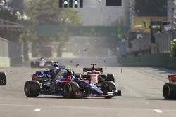 Carlos Sainz Jr., Scuderia Toro Rosso STR12, hits some debris