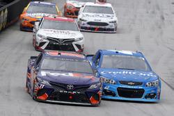 Denny Hamlin, Joe Gibbs Racing Toyota, Kyle Larson, Chip Ganassi Racing Chevrolet