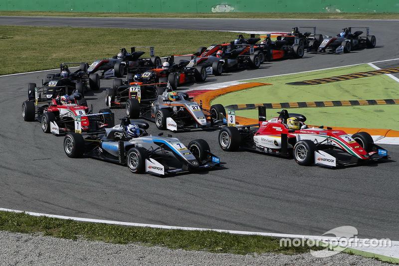 Maximilian Günther, Prema Powerteam Dallara F317 - Mercedes-Benz, Ralf Aron, Hitech Grand Prix, Dallara F317 - Mercedes-Benz at the start