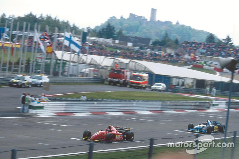 Jean Alesi, Ferrari 412T2 leads Michael Schumacher, Benetton B195