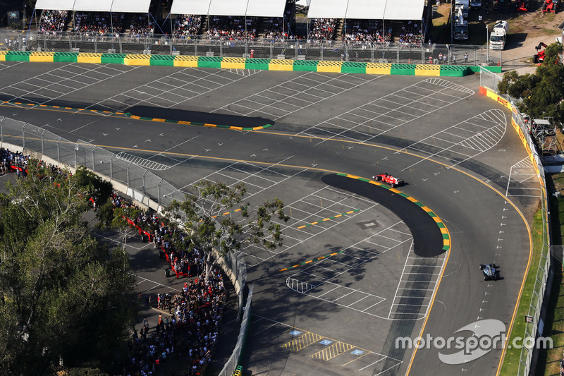 Sebastian Vettel, Ferrari, SF70H; Valtteri Bottas, Mercedes AMG F1, W08