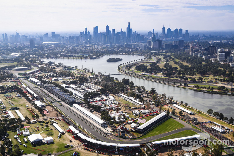 An aerial view of the circuit as the grid forms