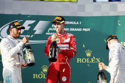 Podyum: 2. Lewis Hamilton, Mercedes AMG, yarış galibi Sebastian Vettel, Ferrari, 3. Valtteri Bottas, Mercedes AMG