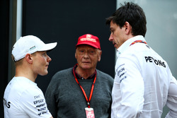 Valtteri Bottas, Mercedes AMG F1 with Niki Lauda, Mercedes Non-Executive Chairman and Toto Wolff, Mercedes AMG F1 Shareholder and Executive Director