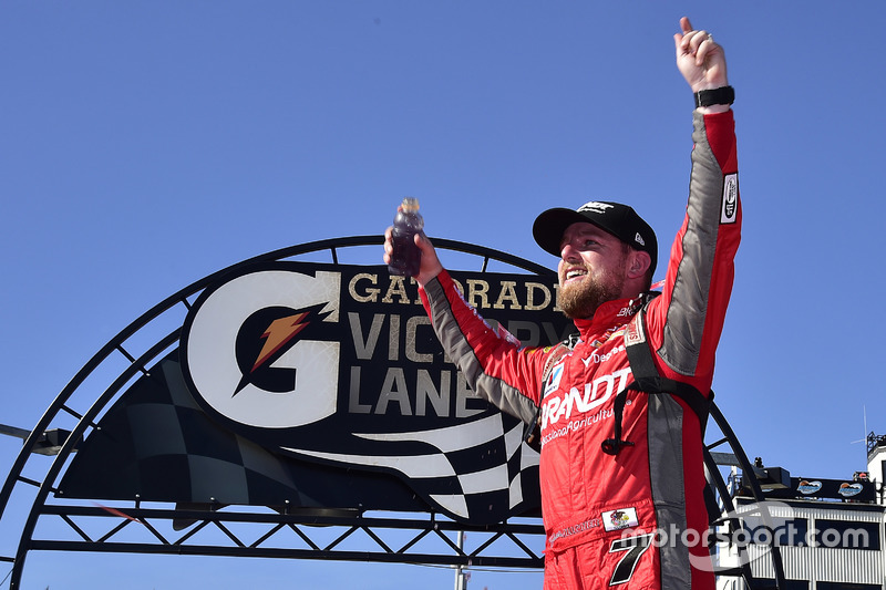 Ganador, Justin Allgaier, JR Motorsports Chevrolet en el Victory lane