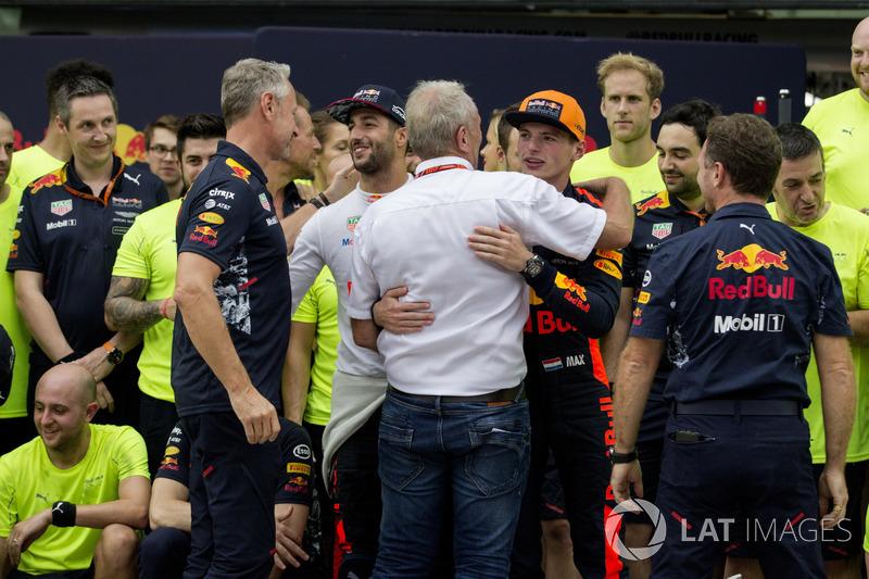 Daniel Ricciardo, Red Bull Racing y el ganador, Max Verstappen, Red Bull Racing celebra, Christian Horner, Red Bull Racing, Dr Helmut Marko, Red Bull.