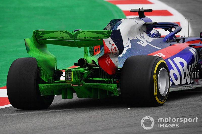 Daniil Kvyat, Scuderia Toro Rosso STR14 con aero paint sull'ala posteriore e sul diffusore posteriore
