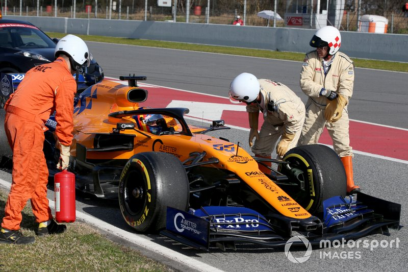 Carlos Sainz Jr., McLaren MCL34 stops on track