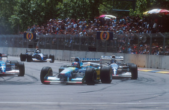 Michael Schumacher, Benetton B194 lidera a Damon Hill, Williams FW16B