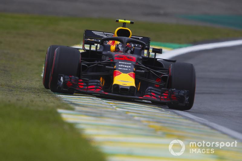 Verstappen amenaza durante la vuelta de regreso al pitlane