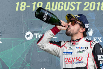Podio: il vincitore della gara #8 Toyota Gazoo Racing Toyota TS050: Fernando Alonso
