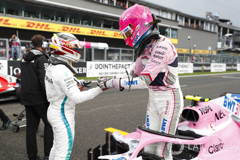 Esteban Ocon, Racing Point Force India, celebrates qualifying in third place with colleagues, with pole McLaren sitter Lewis Hamilton, Mercedes AMG F1