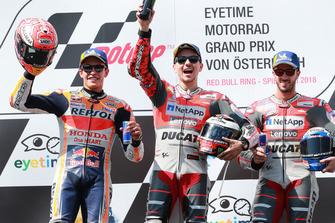 Podium: tweede Marc Marquez, Repsol Honda Team, winnaar Jorge Lorenzo, Ducati Team, derde Andrea Dovizioso, Ducati Team