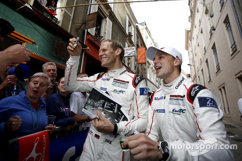 #92 Porsche Motorsport Porsche 911 RSR: Earl Bamber,  Jörg Bergmeister