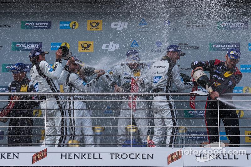 Siegerjubel: Mercedes feiert einen Vierfacherfolg