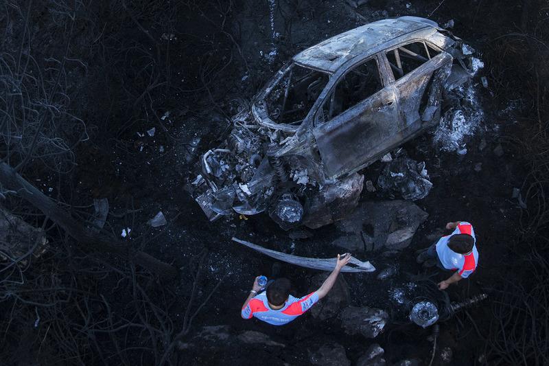 7. Los restos quemados del coche de Hayden Paddon, John Kennard, Hyundai i20 WRC, Hyundai Motorsport