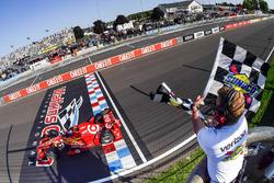Scott Dixon, Chip Ganassi Racing Chevrolet takes the win