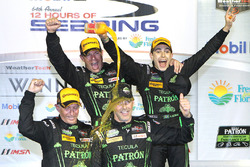 Ganadores generales Johannes van Overbeek, Scott Sharp, Ed Brown, Pipo Derani, ESM Racing
