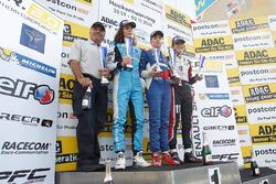 Подиум: победитель гонки Роберт Шварцман, Josef Kaufmann Racing, Макс Дефурни, R-ace GP, второе место и Саша Фенестраз, Tech 1 Racing, третье место